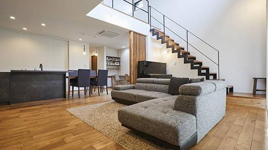 二階建てに住む TWO-STORY HOUSE